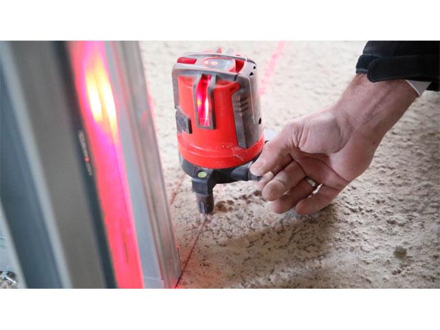 レーザー墨出し器 精度確認 アイキャッチ画像